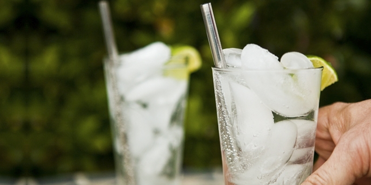 It's time to toss out your plastic straws, and get stainless steel straws instead